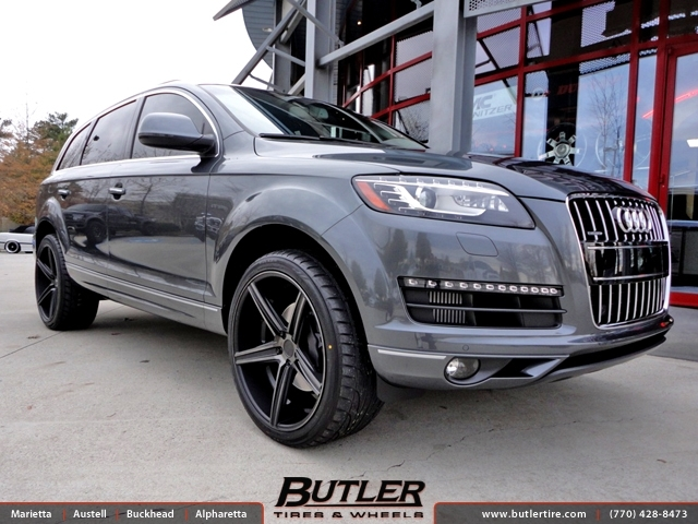 Audi Q7 with 22in Niche Apex Wheels