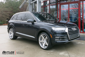 Audi Q7 with 22in Savini BM11 Wheels