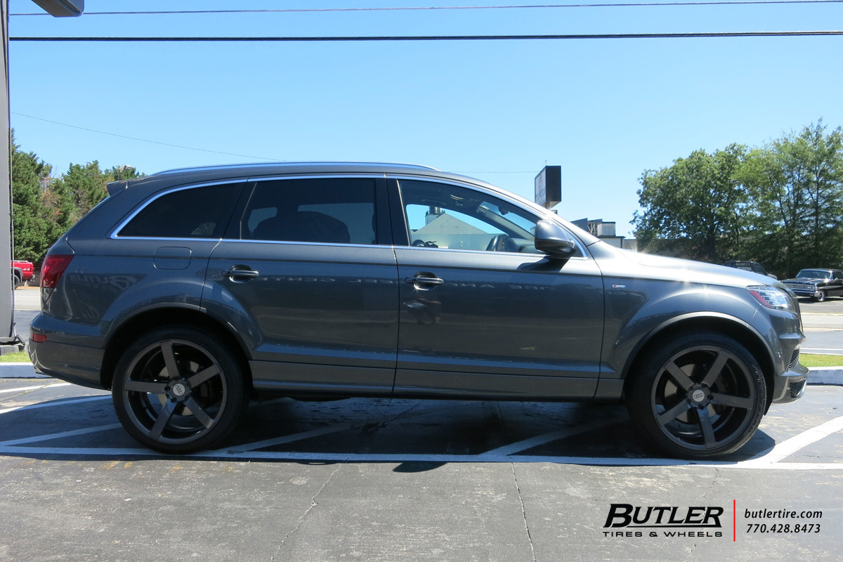 Audi Q7 with 22in Vossen CV3-R Wheels