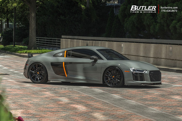 Audi R8 with 21in Savini SV86 Wheels