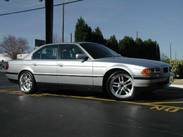 BMW 7 Series with 20in MHT Phase 5 Wheels