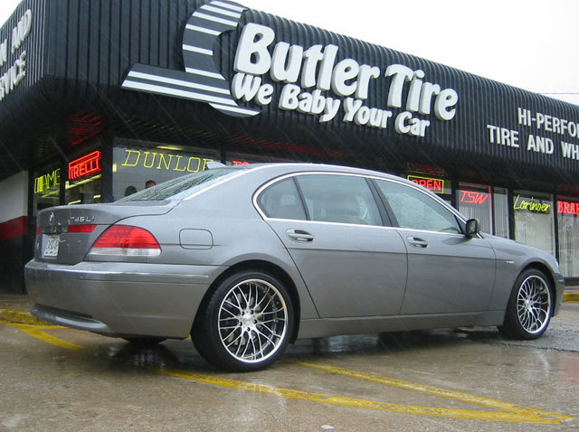 BMW 7 Series with 20in Maya STM Wheels
