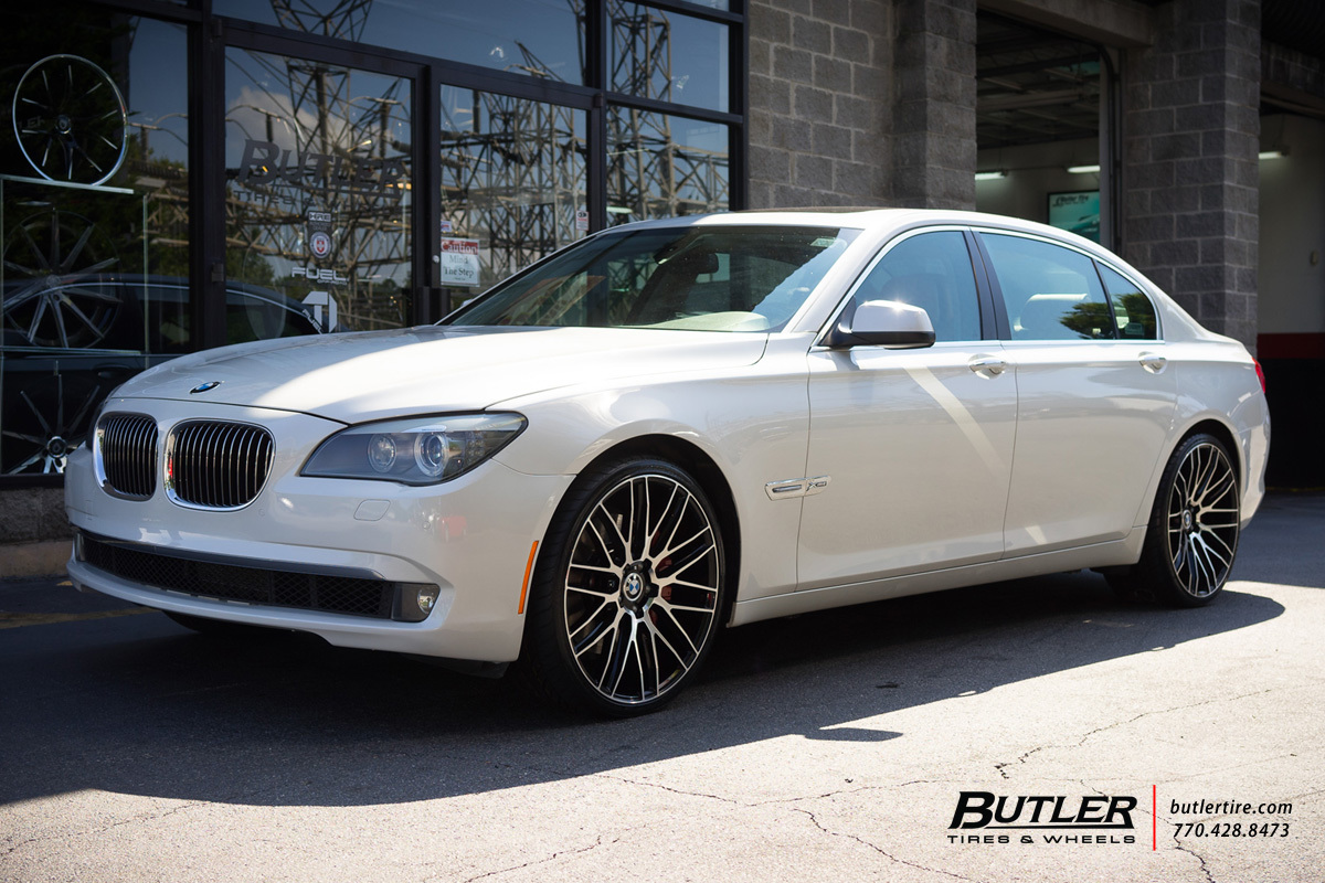 BMW 7 Series with 22in Savini BM13 Wheels