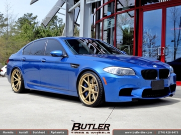 BMW M5 with 21in Niche Stuttgart Wheels