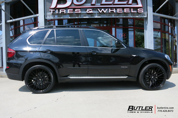 BMW X5 with 22in Savini BM13 Wheels