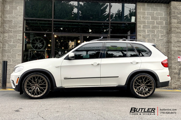 BMW X5 with 22in Savini SV-F2 Wheels