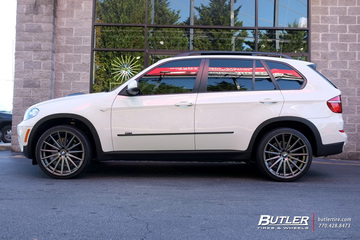 BMW X5 with 22in Vossen VFS2 Wheels