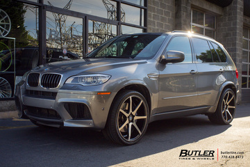 BMW X5M with 22in Savini BM10 Wheels
