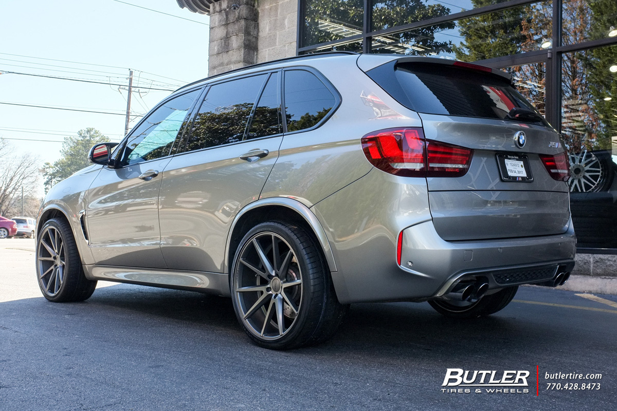 BMW X5M with 22in Vossen VFS1 Wheels