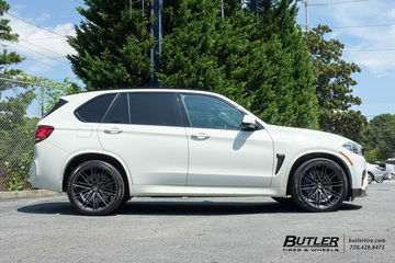 BMW X5M with 22in Vossen VPS-307 Wheels