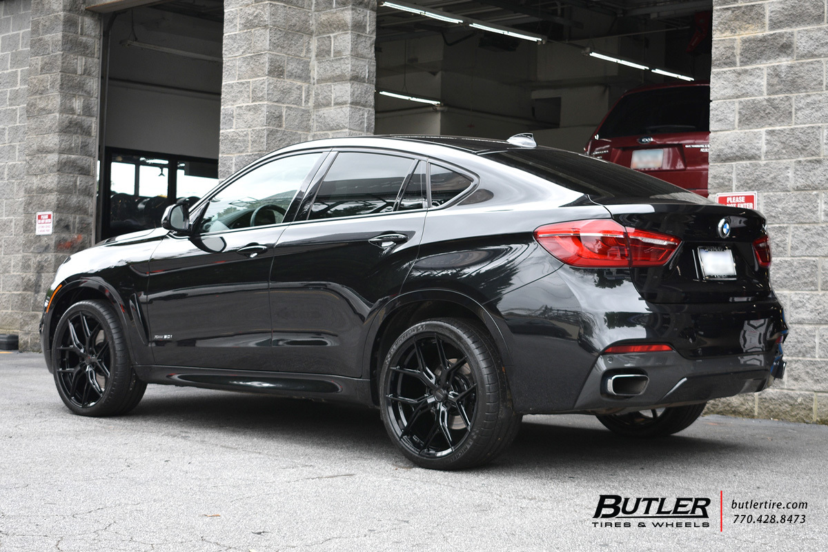 BMW X6 with 22in Vossen HF-5 Wheels