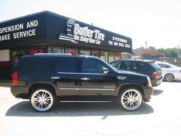 Cadillac Escalade with 26in Driv Sessna Wheels