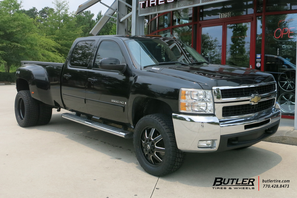 Chevrolet 3500HD Dually with 20in Fuel Maverick Wheels