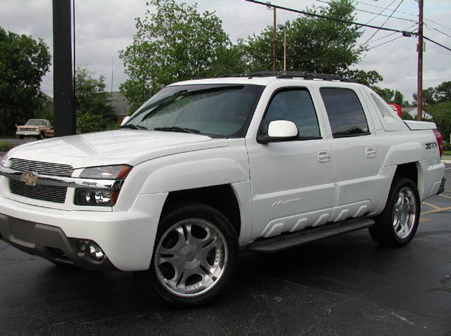 Chevrolet Avalanche with 22in Axis Legend Wheels