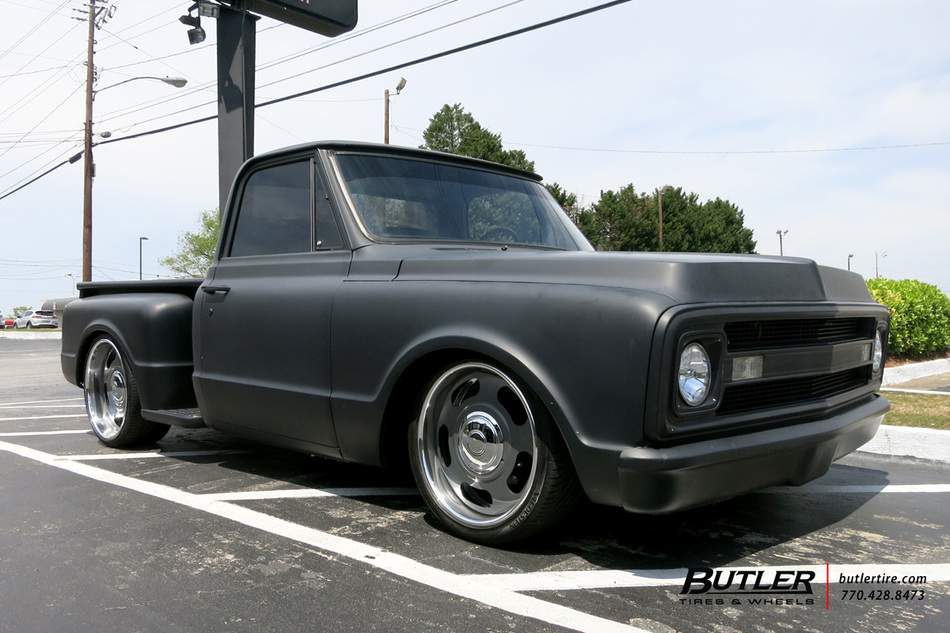 Chevrolet C10 With 22in Us Mags Big Slot Wheels
