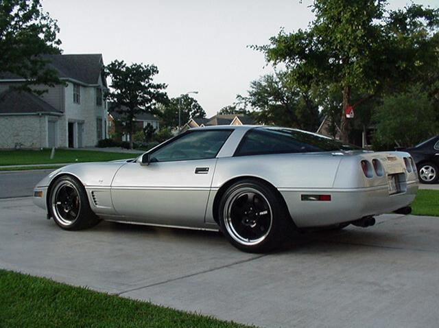 Chevrolet Corvette with 18in Fikse FM5 Wheels