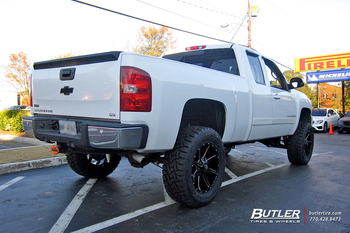 Chevrolet Silverado with 20in Ballistic Razorback Wheels