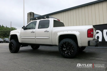 Chevrolet Silverado with 22in Fuel Cleaver Wheels