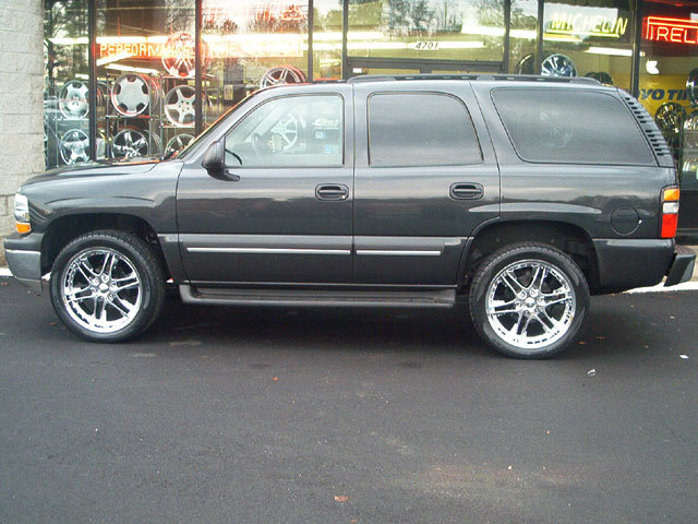 Chevrolet Tahoe with 22in Akuza Chrome Wheels