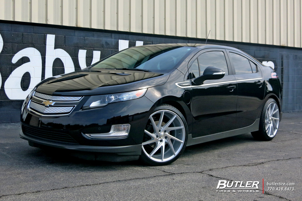 Chevrolet Volt with 20in Niche Invert Wheels