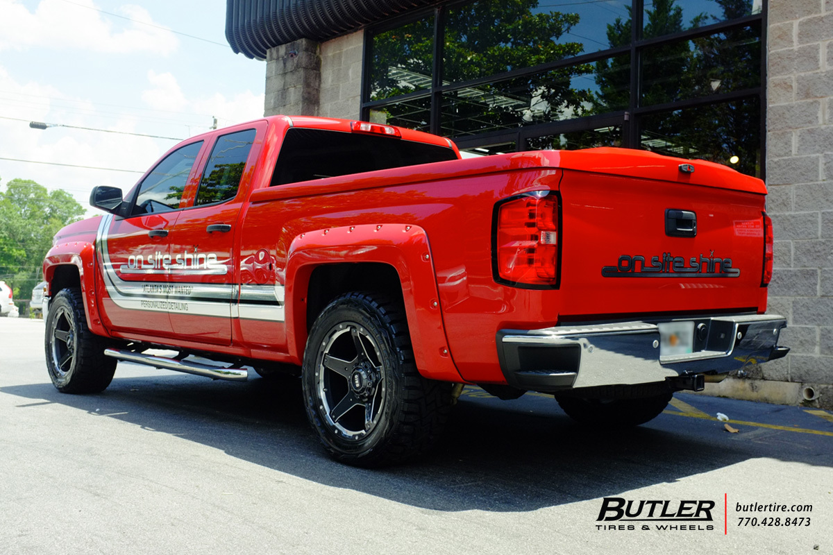 Chevy Silverado with 20in Grid Offroad GD4 Wheels