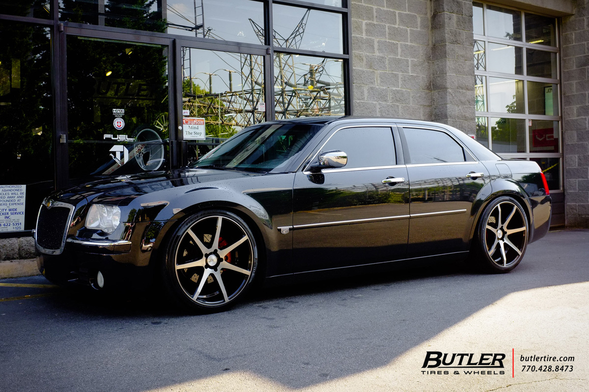 Chrysler 300 with 22in Savini BM10 Wheels