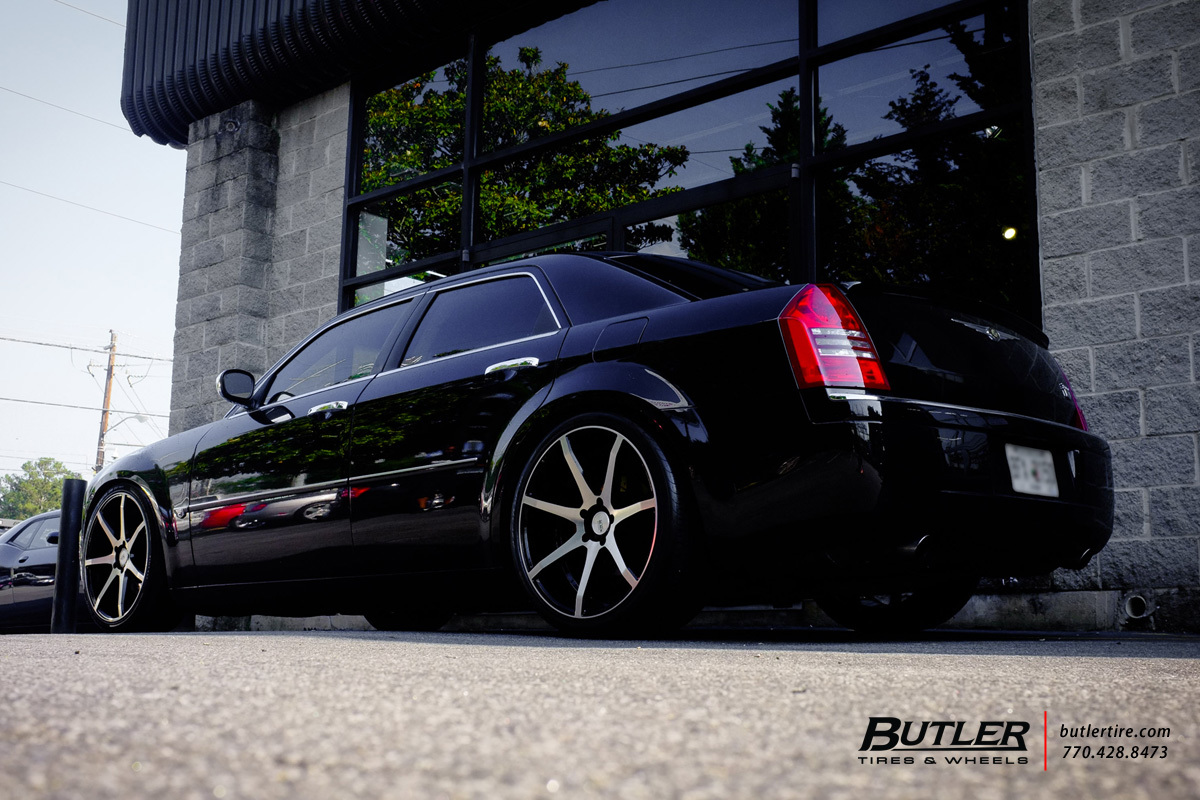 Chrysler 300 with 22in Savini BM10 Wheels