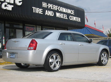 Chrysler 300C with 20in Antera 343 Wheels