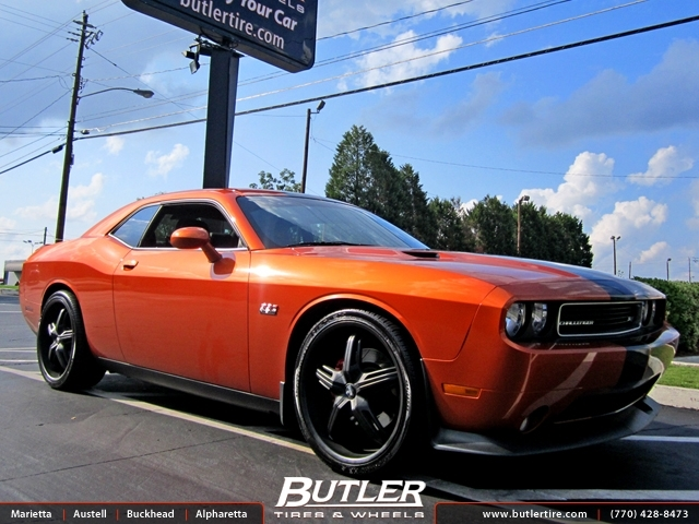 Dodge Challenger with 22in DUB Drone Wheels