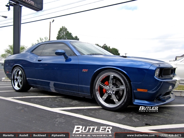 Dodge Challenger With 22in Huntington Bolsa Wheels
