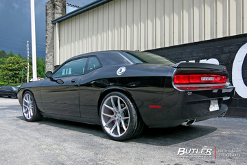 Dodge Challenger with 22in Savini BM14 Wheels