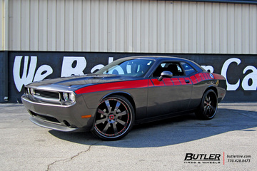Dodge Challenger with 22in Savini SV28 Wheels