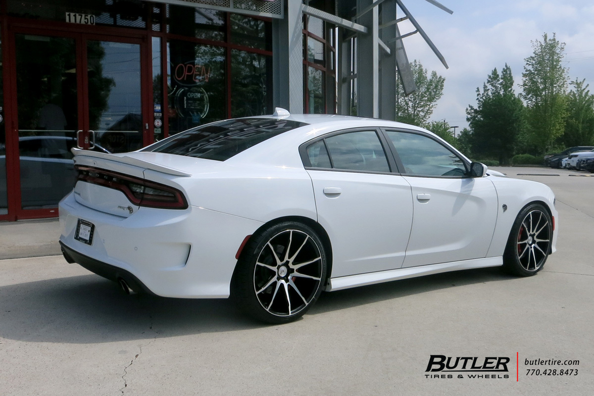 Dodge Charger with 22in Savini BM12 Wheels