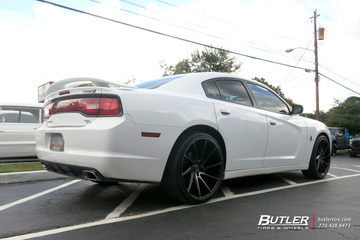 Dodge Charger with 22in Savini BM15 Wheels