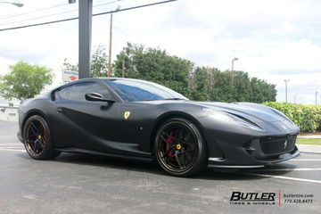 Ferrari 812 Superfast with 22in Avant Garde AGL42 Wheels