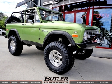 Ford Bronco with 19in Pro Comp 8089 Wheels
