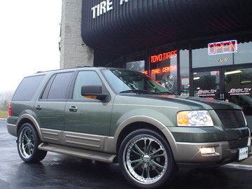 Ford Expedition with 24in Driv Sessna Wheels