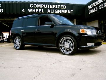 Ford Flex with 22in Drive Entourage Wheels