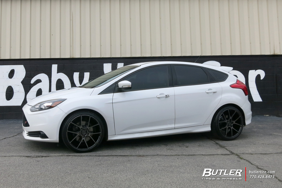 Ford Focus with 19in Savini BM14 Wheels