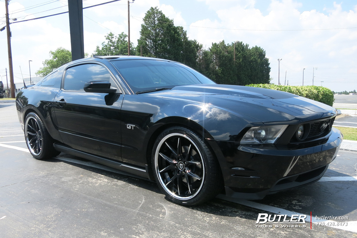 Ford Mustang with 20in Lexani R-Twelve Wheels