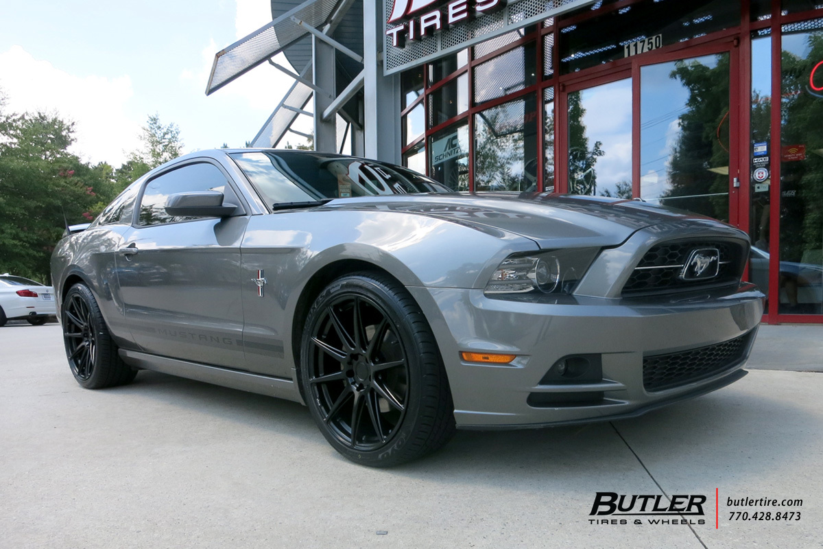 Ford Mustang with 20in Niche Essen Wheels