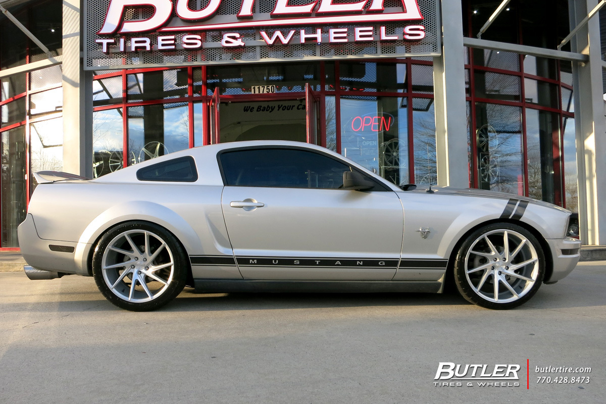 Ford Mustang with 20in Niche Invert Wheels