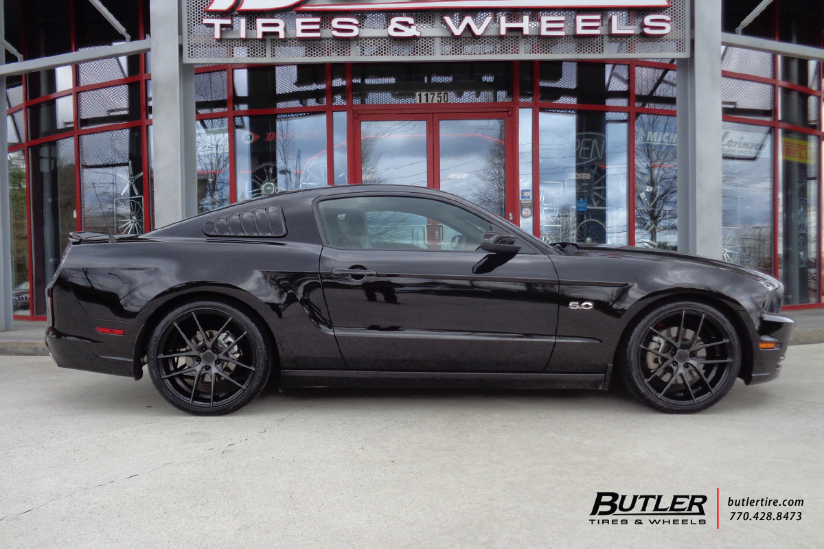 Ford Mustang with 20in Niche Targa Wheels