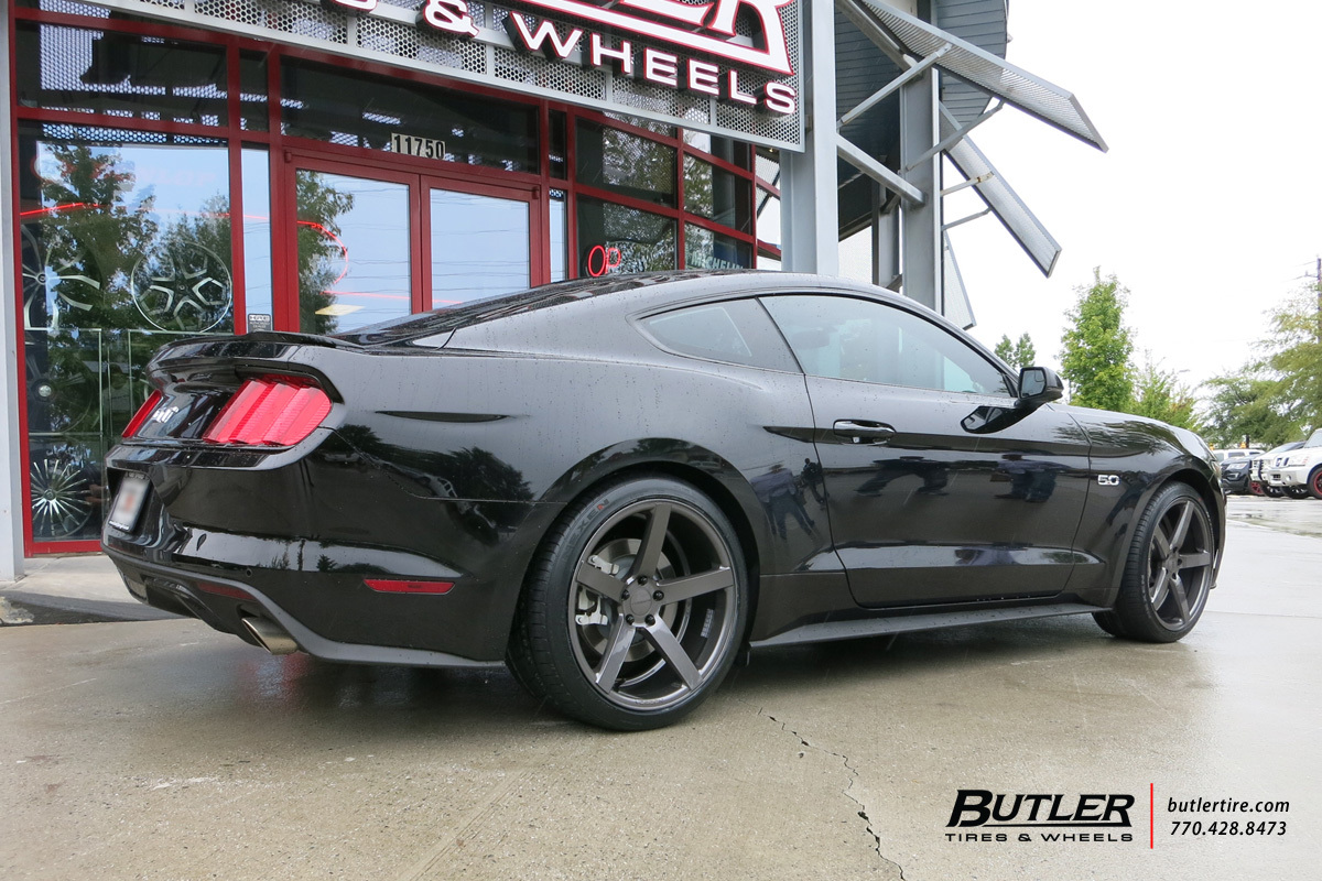 Ford Mustang with 20in Vossen CV3-R Wheels
