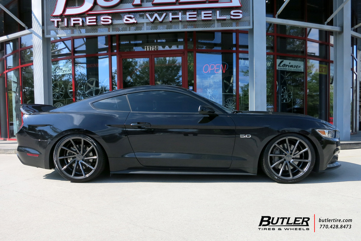 Ford Mustang with 20in Vossen CVT Wheels