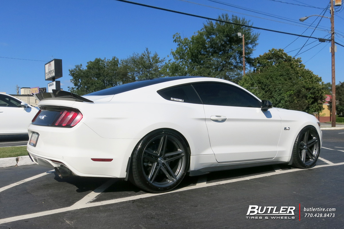 Ford Mustang with 20in Vossen VFS2 Wheels