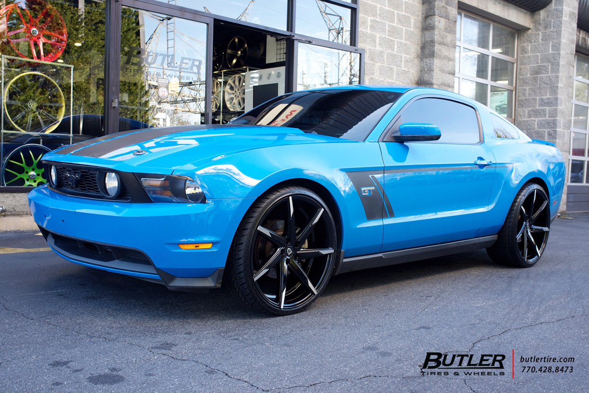 Ford Mustang with 22in Lexani CSS7 Wheels