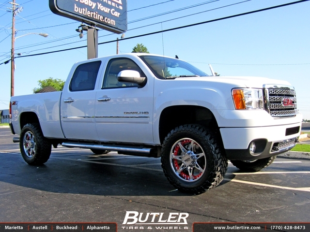 GMC Denali with 20in Moto Metal Wheels
