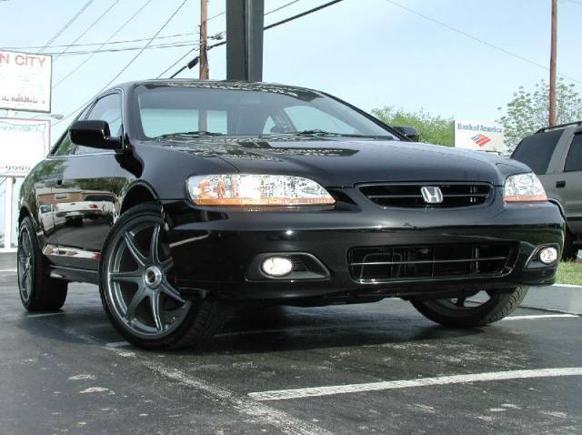 Honda Accord with 19in Axis Se7en Wheels