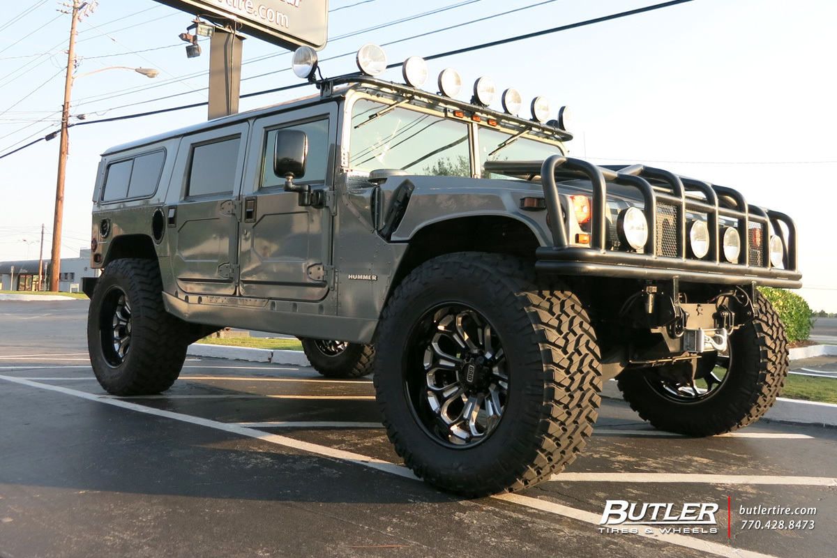 Hummer H1 with 22in Grid Offroad GF3 Wheels